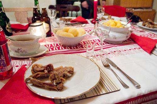 20111226-xmas-dinner-norway-table.jpg