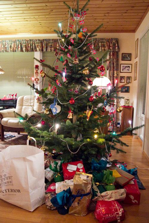 20111226 xmas dinner norway treejpg - How Do You Say Merry Christmas In Norwegian